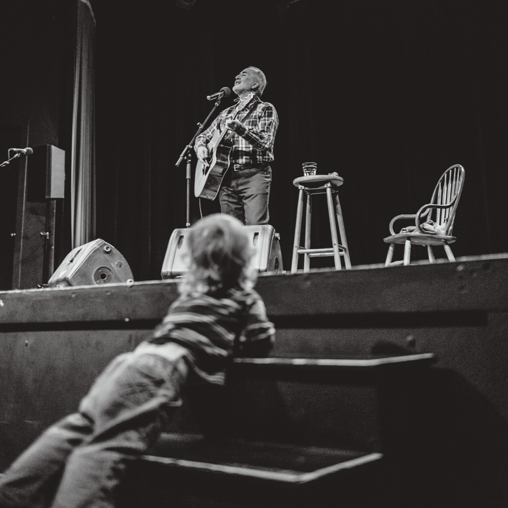 Toddler at Raffi concert singalong